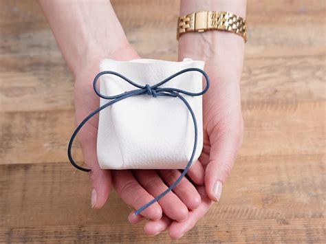 ladari fai da te tutorial realizzare un sacchetto portaconfetti in pelle e cordoncino