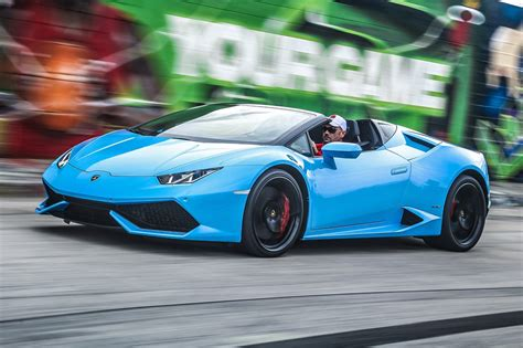 Lamborghini Huracan LP610 4 Spyder (2016) review by CAR