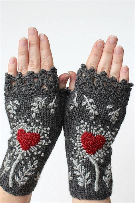 free fingerless gloves knitting pattern uk 1000 images about knit armwarmers gloves fingerless