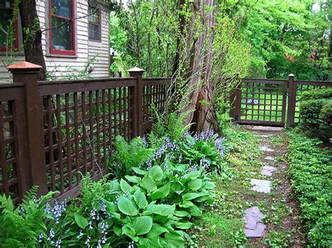 Planting The Chic In Cheap by Best 20 Lattice Fence Ideas On Cheap Fence