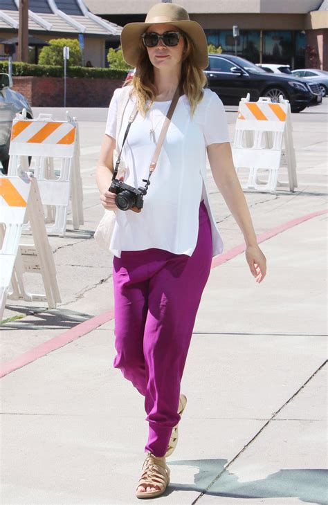 emily blunt s changing looks instyle com emily blunt maternity style white top and pink pants