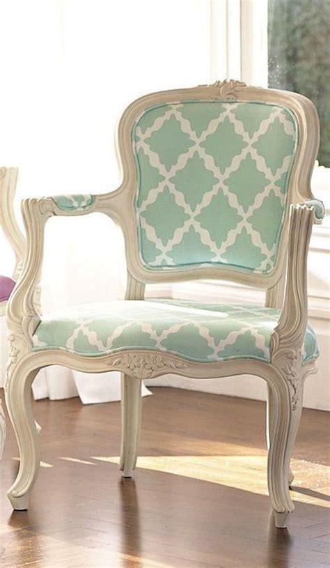 tapizar sillones antiguos las 25 mejores ideas sobre muebles restaurados en