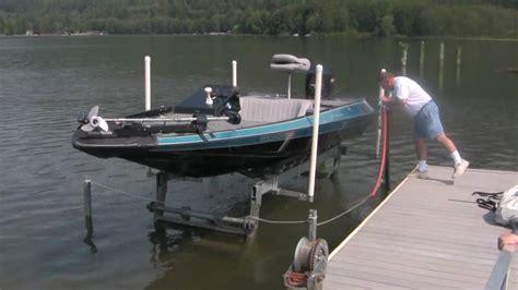 hydraulic boat lift youtube - Bass Boat Lift