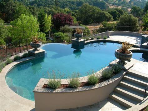 dalle exterieur 514 amenagement exterieur piscine pelouse naturelle en rouleau
