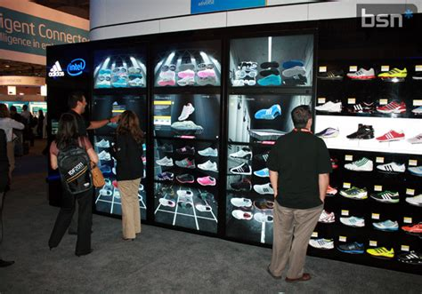 digital stores enhancing retail experiences with digital signage