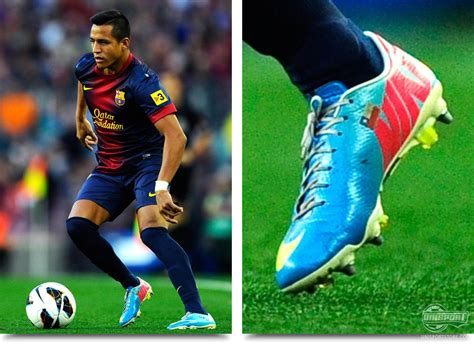 what boots does alexis sanchez wear weekend boot spots legends and a debut for the hypervenom