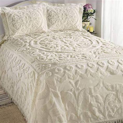 bed spreds 25 best ideas about chenille bedspread on pinterest vintage tablecloths repurpose