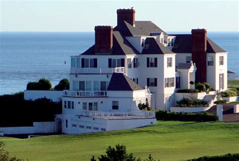 s beachfront home on rhode island