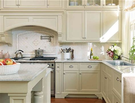kitchens with off white cabinets 17 best ideas about off white kitchens on pinterest off