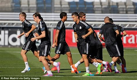 Kaos 3d Elengant Murah Jersey Real Madrid Home Biru Benhur 1 jersey real madrid ucl 2015 jual jersey latihan