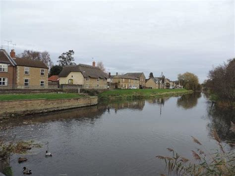 2 bedroom house to rent in peterborough 2 bedroom terraced house to rent in riverside deeping gate peterborough pe6