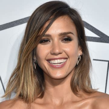jessica alba bob hairstyles at 360 degrees gorgeous caramel hair colors to try now stylecaster