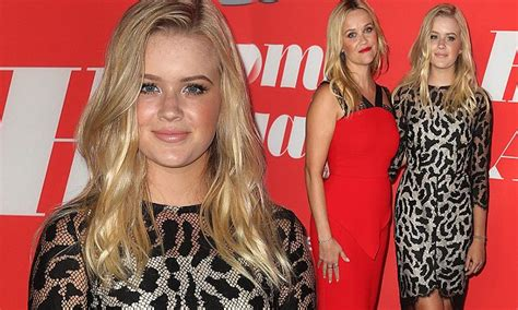 Reese Makes Artistic Move by Move Aside Reese Witherspoon S Lookalike