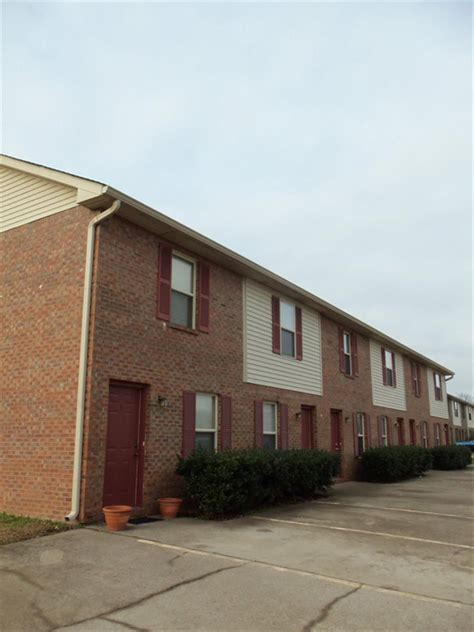 Ballygar Apartments Clarksville Tn Coyote Court Townhomes Apartment In Clarksville Tn