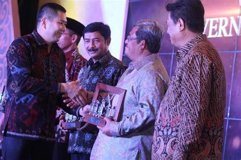 Majalah Sindo majalah sindo weekly berikan penghargaan kepala