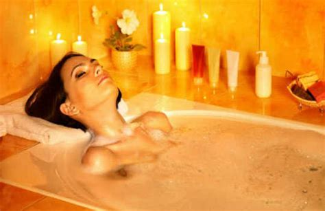 Water Backing Up In Bathtub by 10 Home Remedies For Getting Relief From Lower Back
