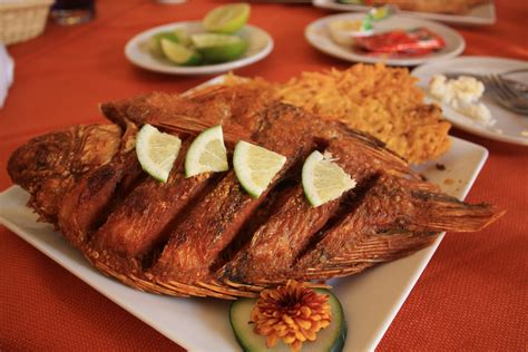 food the lunch hour or corrientazo colombia travel by see colombia travel