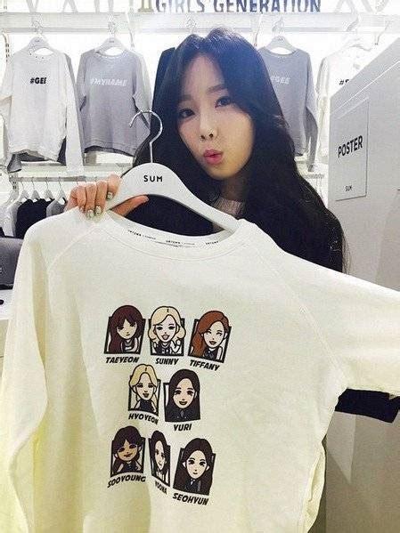Sweater Got7 Sleeve Pilih Nama Member taeyeon shows a generation t shirt without