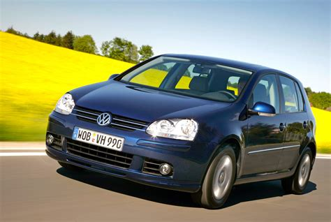 opel volkswagen europe 2005 vw golf keeps opel astra at bay or does it