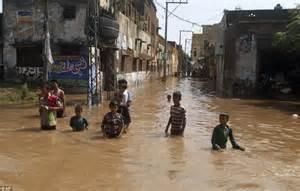 india yesterday hundreds killed by landslides and flash floods triggered