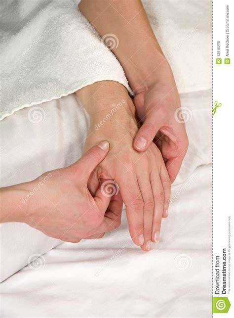 imagenes libres masajes masaje reflejo de la zona de la mano