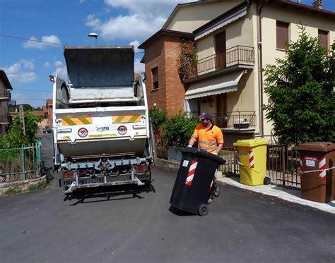 rifiuti porta a porta acireale in via sperimentale raccolta porta a porta