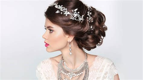 Wedding Hairstyles That Are by 3 Wedding Updos That Are Totally On Trend For 2018 L