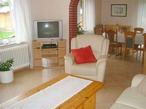 sat 1 wohnzimmer ferienhaus janssen nordsee ostfriesland frau karola