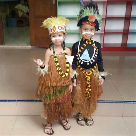 Baju Adat Anak pakaian adat papua yang populer koteka rok rumbai