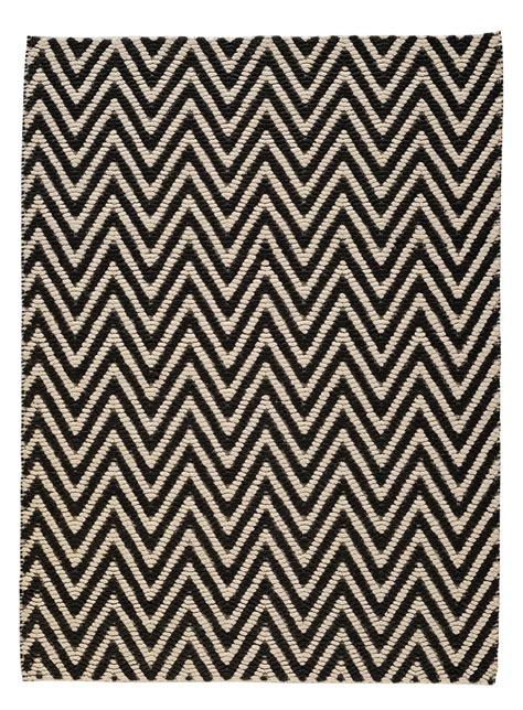 black and white herringbone rug herringbone rug 140 x 200 cm black white by toulemonde bochart