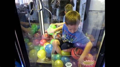 child trapped in me kid trapped in claw machine steals prizes
