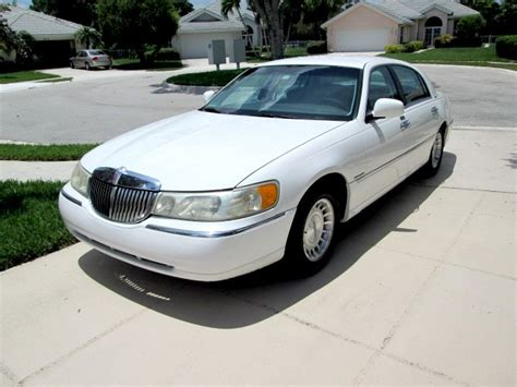 1999 lincoln town car reviews 1999 lincoln town car pictures cargurus