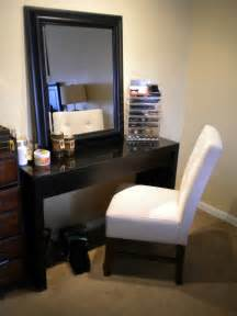 Bedroom Makeup by Makeup Storage For Bedroom I Would A Chair Like That