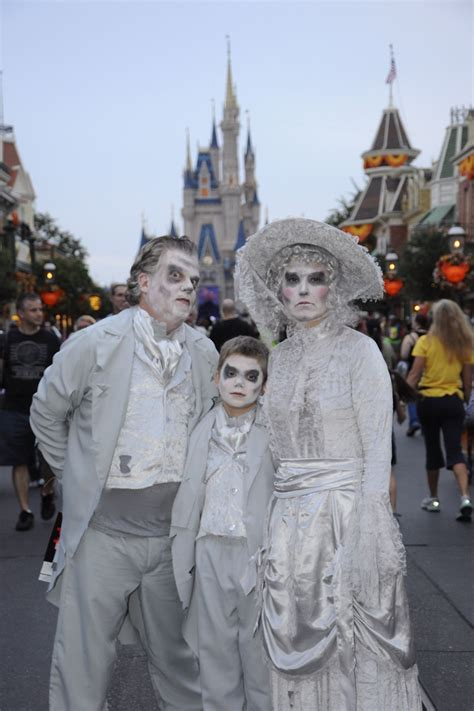 mnsshp mickeys   scary halloween party costumes