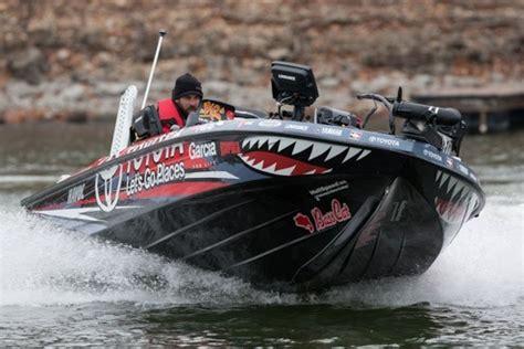 bass cat boat wrap mike iaconelli s 2013 toyota basscat wrap fishing photo