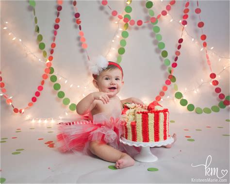 christmas themed 1st birthday cake smash session