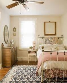 Small Guest Bedroom Layout 1000 Ideas About Small Bedroom On