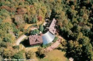 barbara mandrell s quaint log cabin