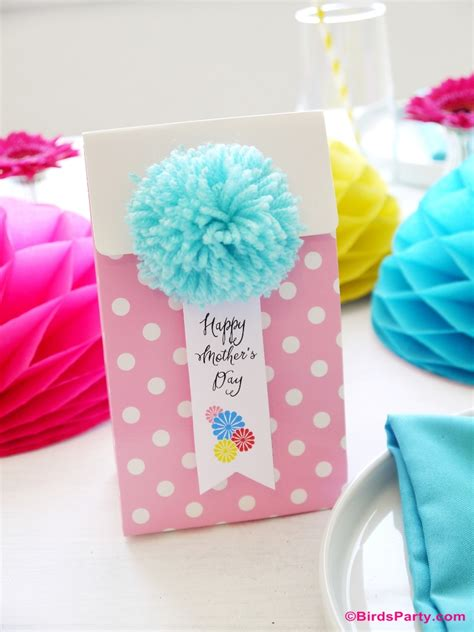 diy free diy pompom gifts kids can craft for mom party ideas