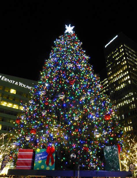 tree lighting 12 2014 detroit christmas tree lighting