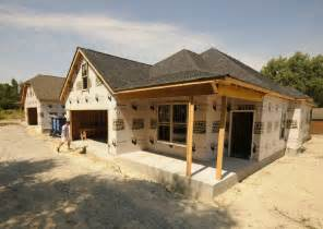 building new homes under construction iron horse will add 33 houses to hixson area times free press