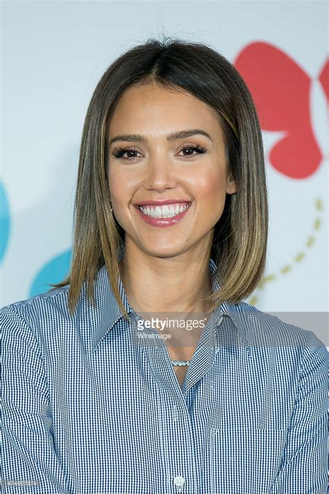 the quot lob quot meet hollywood s favourite summer cut again lob haircut pictures show front and back