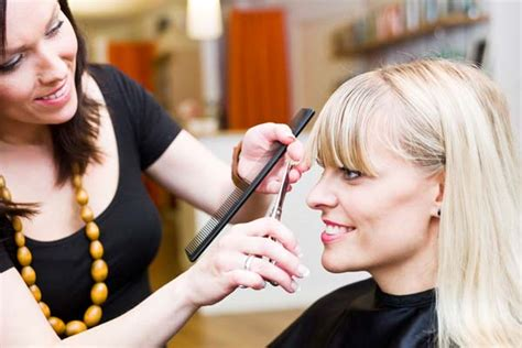 Hair Dresser 2 cortes de cabelo que afinam o rosto dicas de mulher