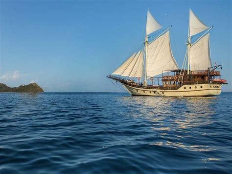 boat charter labuan bajo sewa phinisi labuan bajo phinisi felicia bajo rental