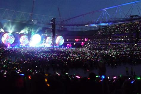 coldplay next tour watch this perfect proposal at coldplay concert at wembley