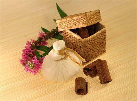 massaggi in casa pindasweda come fare un rilassante massaggio ayurvedico