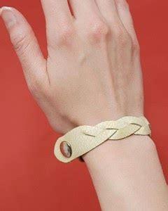 membuat gelang nama dari kulit kerajinan tangan membuat gelang dari kulit