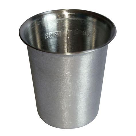 acero in vaso vaso graduado de acero