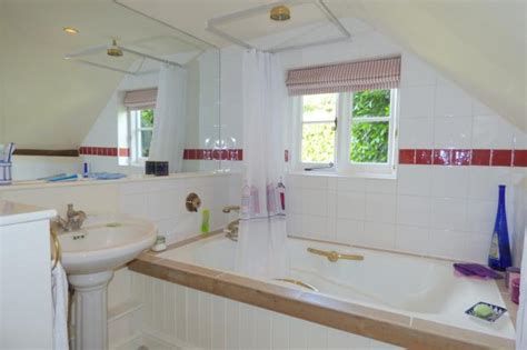 bathroom cocking 2 bedroom character property for sale in church lane