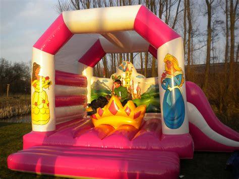 MOBILHOME VERHUUR ESSEN – Springkasteel 'De Prinsessen'   Verhuur springkastelen en feestorganisatie regio Oudenburg   Bumpi